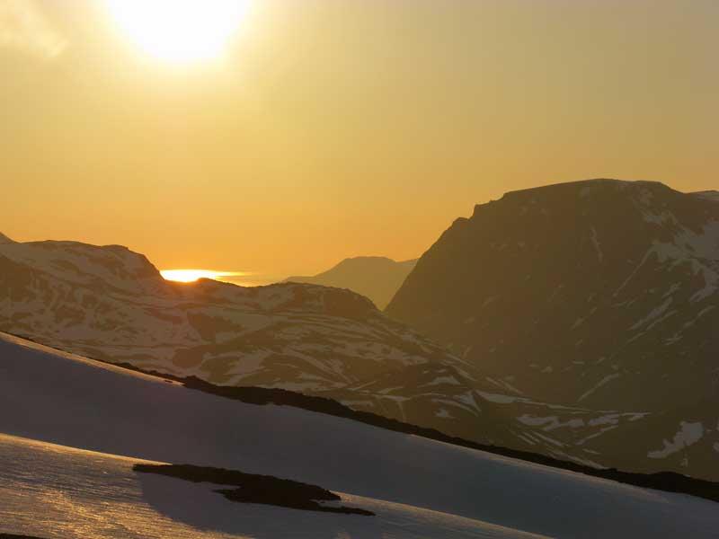 Midnatssol set fra toppen af Laslettind